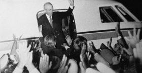 24 ΙΟΥΛΙΟΥ 1974: Ο Κωνσταντίνος Καραμανλής έρχεται, η Δημοκρατία επιστρέφει!