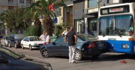 ΔΕΝ ΞΑΝΑΓΙΝΕ – Βουλευτής του ΣΥΡΙΖΑ πήγαινε ανάποδα και τράκαρε με λεωφορείο!