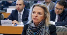 Τα Tweet της Ελίζας Βόζεμπεργκ για τη συμφωνία Τσίπρα-Ζάεφ