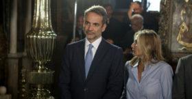 Στην Τήνο ο πρωθυπουργός Κυριάκος Μητσοτάκης με τη σύζυγό του